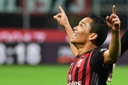 Con doblete de Carlos Bacca, el Milan goleó 3-1 al Chievo Verona