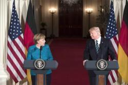 ¿Por qué Donald Trump y Angela Merkel no estrecharon sus manos?