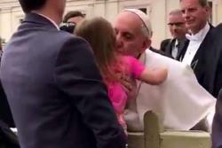 La niña de tres años que 'robó' al Papa Francisco
