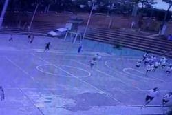 Graban camioneta que rompió un muro y entró a colegio de Bucaramanga