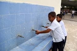 Recuperaron pozo y 1.200 niños de colegio de Santander ya tienen agua