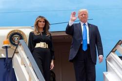 ¿Por qué Melania Trump causó polémica por su visita al Medio Oriente?