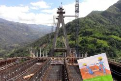 Cerca de la mitad del puente más alto de Colombia, en Santander, ya se construyó