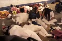 Trabajadores del HUS duermen en la calle en protesta por atraso en pago de salarios