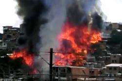 Controlan incendio que consumió casi todo un barrio en Medellín