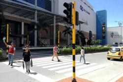 ¿Apoya esta estrategia para peatones en el Centro Comercial Cacique?