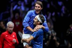 Federer vence a Kyrgios en un 'partidazo' y le da el título de la Copa Laver a Europa