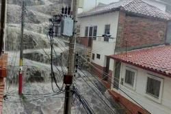 Fuerte aguacero en San Gil inunda viviendas, locales y vías