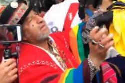 Periodista Andrea Guerrero pelea con brujos peruanos que 'hechizan' a Colombia