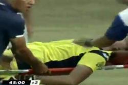 Murió arquero profesional tras brutal choque durante partido en Indonesia