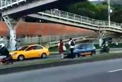 Peatones siguen arriesgando la vida en transitada autopista de Piedecuesta