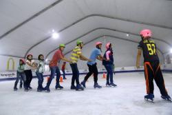 Ya llegó a Girón Patinaje al Parque, la pista de hielo gigante