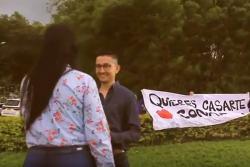 Bumangués le propone matrimonio a su novia mientras volaba en parapente