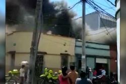 Video registró incendio que consumió una bodega en Bucaramanga