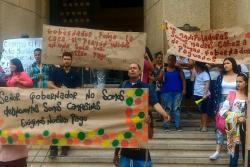 Manipuladores y proveedores del PAE protestan en la Gobernación de Santander