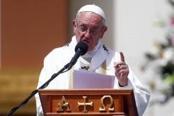 Polémica por defensa del Papa Francisco a obispo acusado de encubrir abusos sexuales