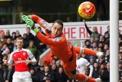 David Ospina atajó penalti en la victoria del Arsenal en la Liga de Europa