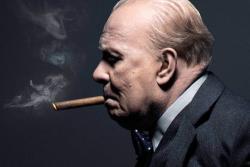 Gary Oldam le da vida a Winston Churchill en 'Las horas más oscuras'