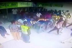 Video registró incursión ilegal de hinchas a estación de Metrolínea