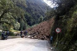 Vía Curos-Málaga se encuentra cerrada por derrumbes