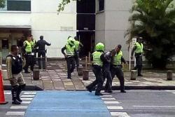 Video: Policía pone fin a toma de rehenes en banco de Cali