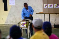 Con desconfianza transcurren las elecciones presidenciales en Venezuela