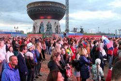 Así se festejó en el 'fan zone' de kazán la goleada inaugural de Rusia