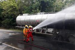 Camión cargado de crudo se incendió en la vía entre Barrancabermeja y Bucaramanga