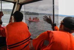 Indonesia busca a 94 desaparecidos tras un naufragio en la isla de Sumatra