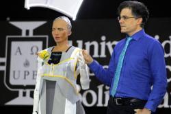 """""""Para sobrevivir en el futuro hay que humanizar a los robots"""": David Hanson"""