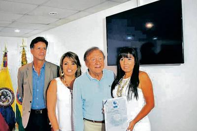 Roberto Enrique Montoya Villa, director Ejecutivo Icontec; Gloria Durán, Rodolfo Hernández Suárez, alcalde de Bucaramanga y Gloria Stella Sarmiento Gaona.