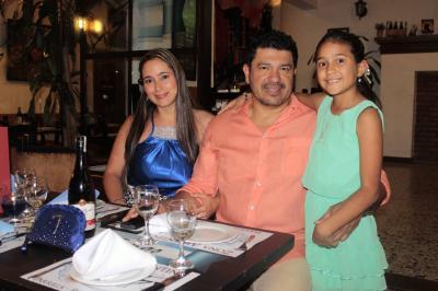 Leidy Calle, Humberto Rueda e Isabella Rueda Calle.