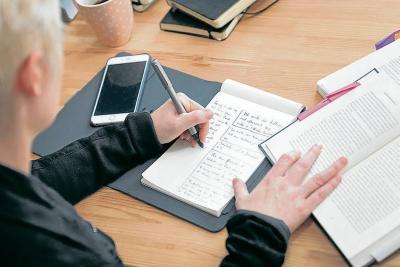 La Bamboo Spark incluye un bolígrafo con un sensor que se conecta vía Bluetooth a su 'smartphone', una libreta y una cubierta inteligente.
