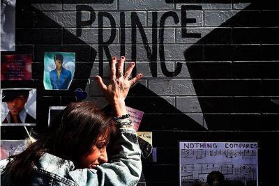 Prince tenía medicamentos opiáceos en su cuerpo cuando murió