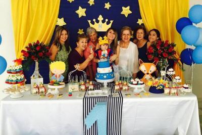 Yolanda Acevedo Silva, Lucila Lozano Moreno, Gloria Uribe de Rodríguez, Martín Uribe Saavedra, Alejandra Saavedra González, Beatriz de Uribe, María Antonia Camacho de Vargas y Valentina Vargas Camacho.