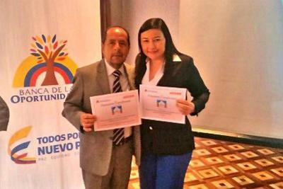 Jaime Chávez Suárez, presidente ejecutivo Financiera Comultrasan y Daisy Janira Plata Melo, gerente de mercadeo y desarrollo comercial.