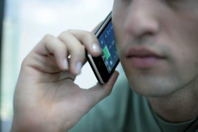 Abuso en uso de celulares aumenta deserción universitaria