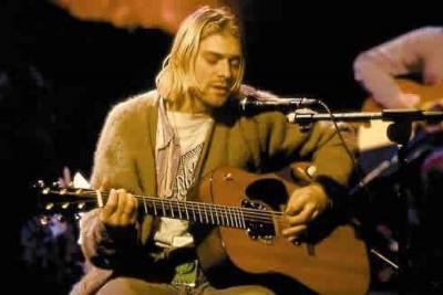 Uno de los tesoros más valorizados fue la guitarra con la que Kurt Cobain tocó el álbum Nevermind. US$200.000 fue el precio final de la guitarra acústica