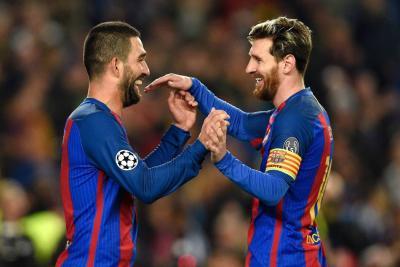 Barcelona logró un triunfo reconfortante contra el Borussia Moenchengladbach, al que superó por 4-0. Lionel Messi abrió la cuenta. Luego, tres goles reivindicaron al turco Arda Turán.