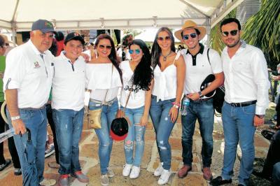 Mario Hernández, Juan Sebastián Hernández, Carolina Otero, Isabella Hernández, Ángela Durán, Charlie Hernández y César Camilo Hernández.