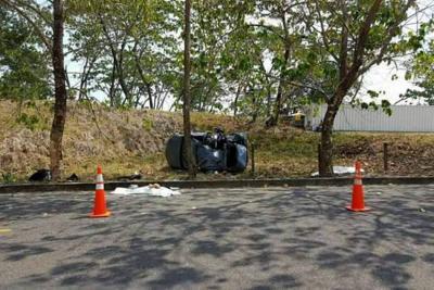 En el vehículo particular que se accidentó el pasado domingo viajaban cuatro personas. Dos de ellas, las de menor edad, resultaron muertas; los otros dos ocupantes del auto fueron atendidos en el hospital de Puerto Berrío, Antioquia.