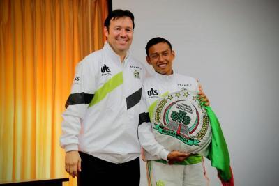 Omar Lengerke Pérez, rector de las UTS, y Víctor Manuel León Delgado, deportista.