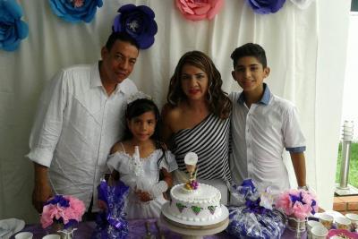 Gustavo Furnieles, Angie Valentina Furnierles García, Carolina García y Santiago Galvis García.
