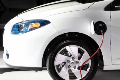 Las cinco marcas con mayor número de matrículas acumuladas en el sector de carros híbridos y eléctricos a septiembre fueron BMW, Renault, BYD, Kia y Mitsubishi.