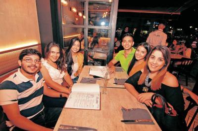 Julio Rey, Silvia Manosalva, Daniela Carvajal, Juan Granados, Laura Carreño y Laura Orozco.