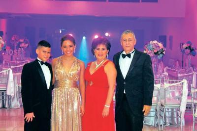 Juan Esteban Ortiz Núñez, María Jose Ortiz Núñez, Marcela Núñez Jaimes y Raúl Ortiz Rivero,