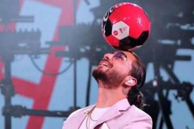 Por fin Maluma pudo unir sus dos pasiones, el fútbol y la música.