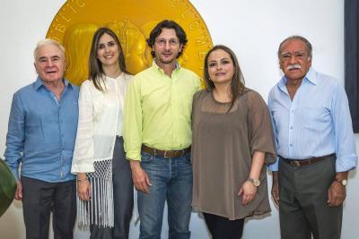 Eduardo Serrano, crítico de arte; Paula Bernal, miembro junta fundación BAT; Guillermo Londoño, artista; Ana María Delgado, gerente Fundación BAT, y Orlando Morales, director Museo de Arte Moderno de Bucaramanga.