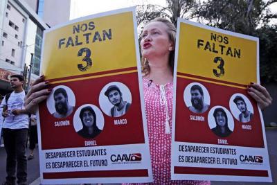 El 19 de marzo, los estudiantes Javier Salomón Aceves, Marco Ávalos y Daniel Díaz, fueron detenidos en un camino del municipio de Tonalá.