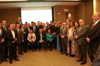 Un grupo de congresistas y dirigentes conservadores adhirieron esta mañana, de manera oficial, a la campaña de Iván Duque.